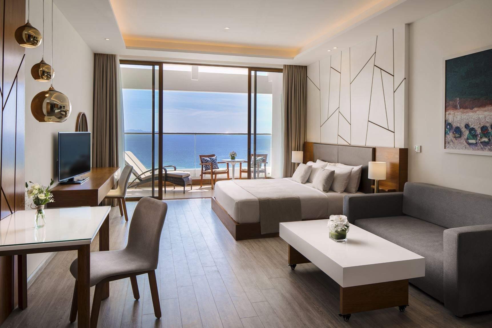 Phòng ngủ với view hướng ra biển xanh Nha Trang