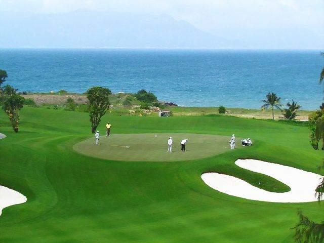 Sân Golf mini ngay sát biển