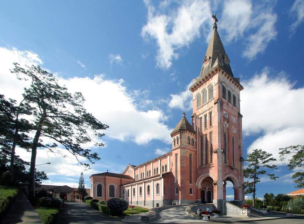 Nhà thờ Con Gà biểu tượng đặc trưng tại thành phố sương mù