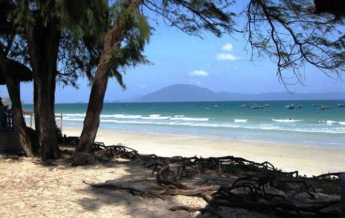 Bãi tắm Dốc Lết Nha Trang với bãi cát trắng mịn