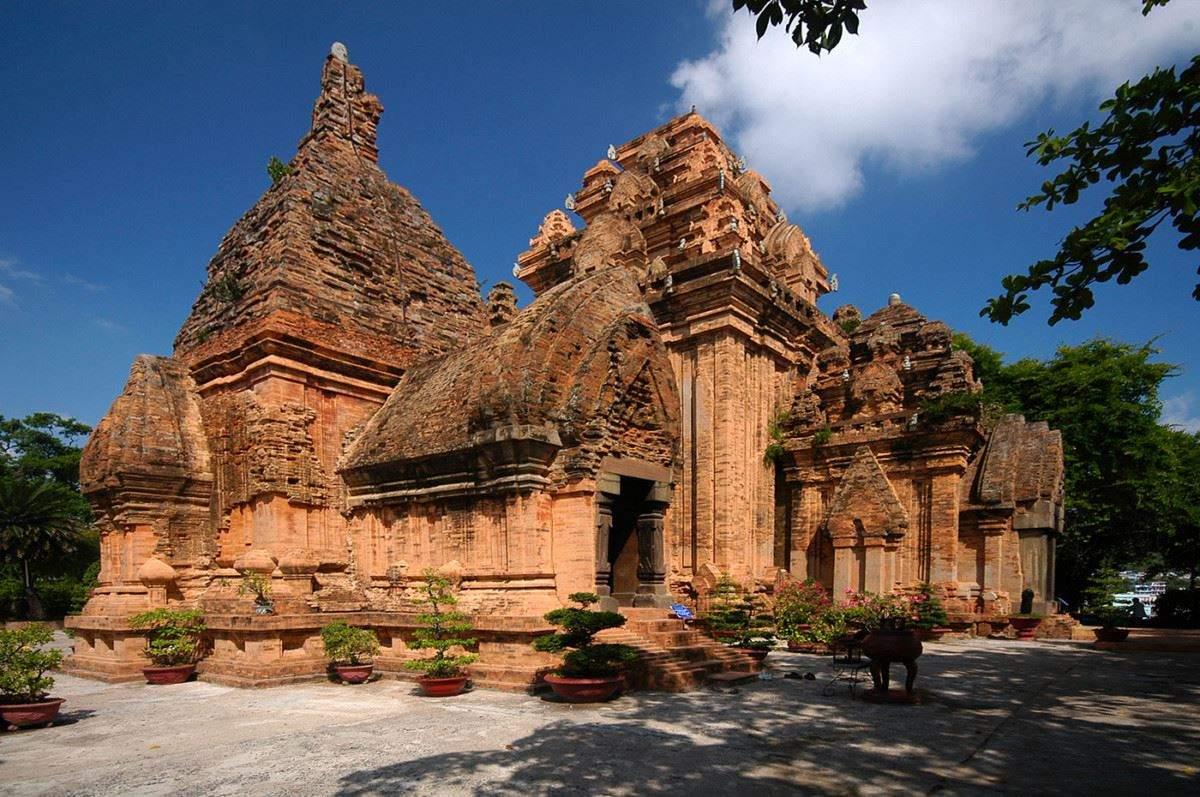 Tháp bà Ponagar Nha Trang huyền bí