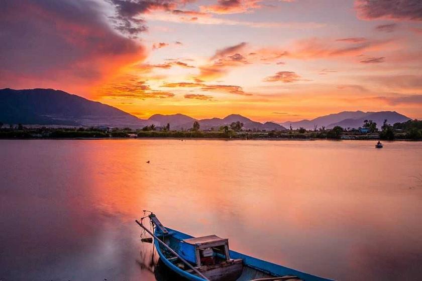 Câu mực đêm trên biển Nha Trang